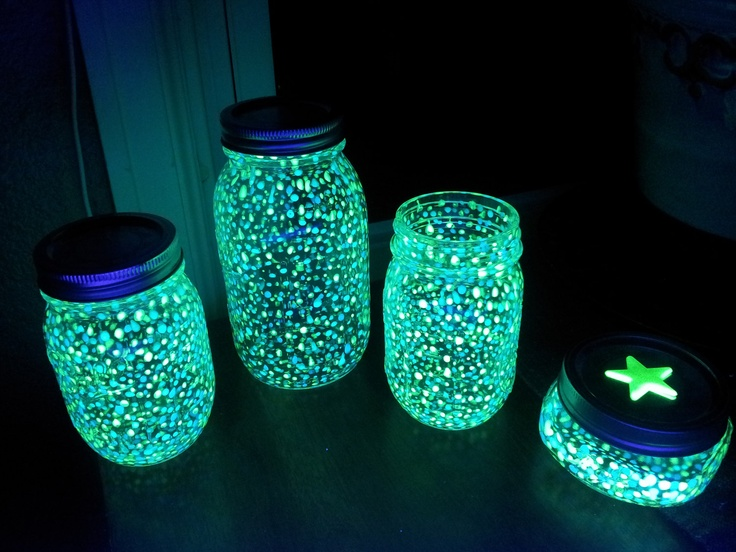 DIY-Fairy-Glow-Jars-ulle-Jar-Glow-Sticks-Group